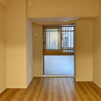 【6.5帖】朝はぼんやりとゆっくり明るくなってきます。※写真は4階の同間取り別部屋のものです