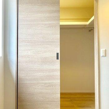 【6.0帖】お洋服が多くてもウォークインクローゼットで安心。※写真は4階の同間取り別部屋のものです