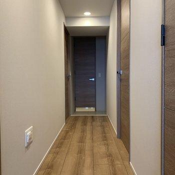 お子さんはきっとは廊下で走り回ります。広いからこそ。※写真は4階の同間取り別部屋のものです