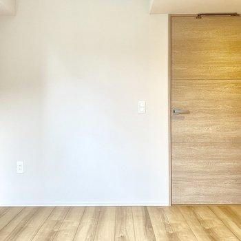 【4.2帖】南西の窓からやんわり光が溢れてきそうです。※写真は4階の同間取り別部屋のものです