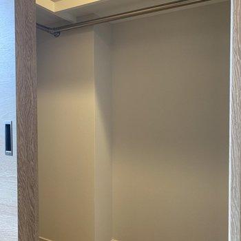 【6.0帖】両開きで使いやすいです。※写真は4階の同間取り別部屋のものです
