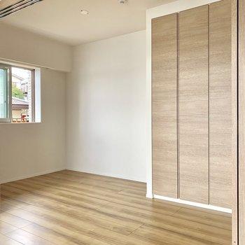 【4.5帖】窓があるので夫婦の寝室にもありです。※写真は4階の同間取り別部屋のものです