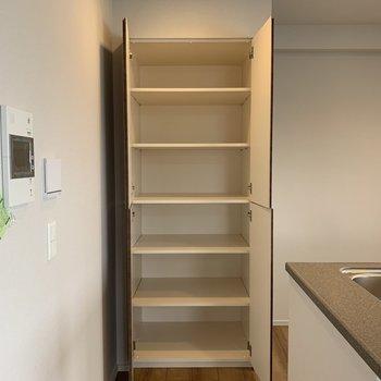 【LDK】缶詰や麺類はここにストックできそうです。※写真は4階の同間取り別部屋のものです