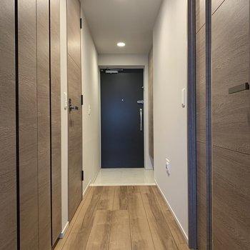 こちらも奥行きがありますね※写真は2階の同間取り別部屋のものです