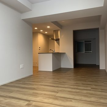 遠くでもキッチンが見れます※写真は2階の同間取り別部屋のものです
