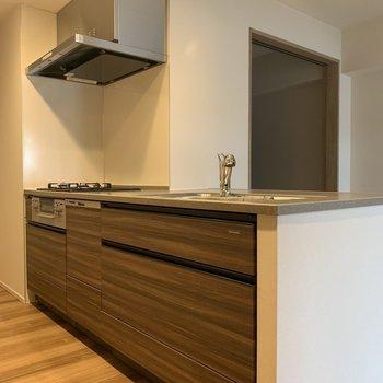 広々キッチン〜※写真は2階の同間取り別部屋のものです
