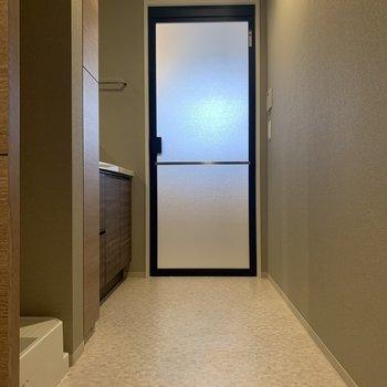 脱衣所!洗濯機置場がひょっこり※写真は2階の同間取り別部屋のものです