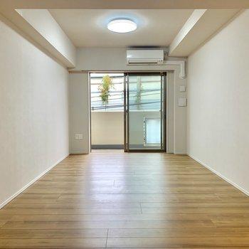 家具の配置に悩みますね。手前にダイニング奥にソファを※写真は2階の同間取り別部屋のものです
