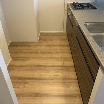 冷蔵庫はもちろん置けます。ゆったりお料理作ろう!※写真は7階の同間取り別部屋のものです
