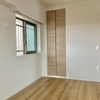 【5.5帖】ここにも窓あります※写真は7階の同間取り別部屋のものです