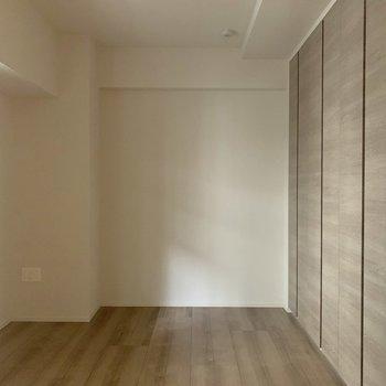 【S】サービスルームは光も入り込む!意外と使いみちは多そうです。※写真は4階の同間取り別部屋のものです