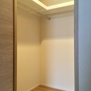 おお!ここにもウォークインクローゼット!※写真は5階の反転似た間取りの別部屋のものです