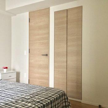 扉が2つ・・・まずは左から!※写真は5階の反転似た間取りの別部屋のものです