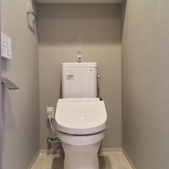 トイレもきちんと個室です〜※写真は5階の反転似た間取りの別部屋のものです