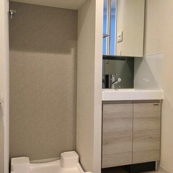 サニタリーへ。トイレも同室です。※写真は5階の同間取り別部屋・前回募集時のものです