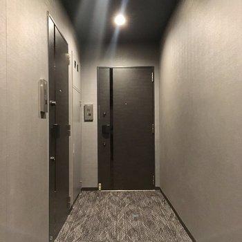共用廊下は絨毯でした〜
