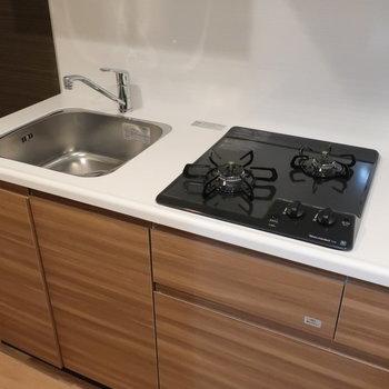 キッチンは、シンクカバーがあるので調理スペースも心配なしです。
