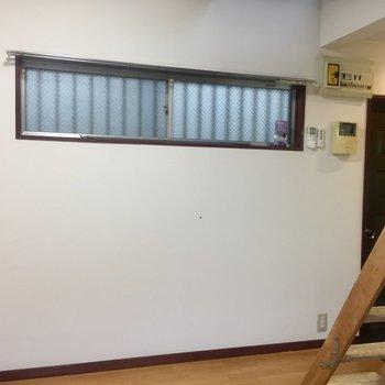 逆側にも窓があります。