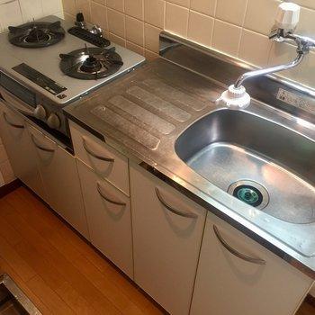 調理スペースが広く、シンクも深いです。