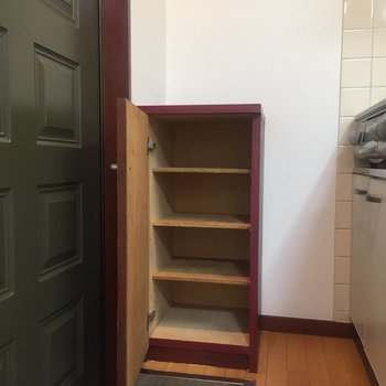 玄関。靴箱も付いていました。