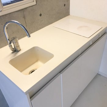 シンプルなキッチンですが、調理スペースは確保。※写真はクリーニング前のものです