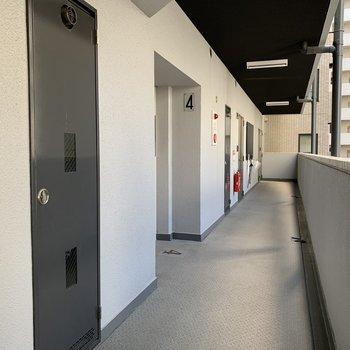【共有部】お部屋前の通路は半内廊下
