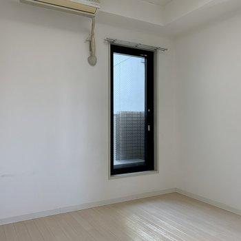 ここにも大きめの窓を発見!(※写真は4階の同間取り別部屋のものです)