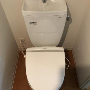 トイレもしっかり独立※写真は2階の反転間取り別部屋のものです。