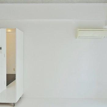 収納は可動式でレイアウトは自由自在。※写真は203号室のもの