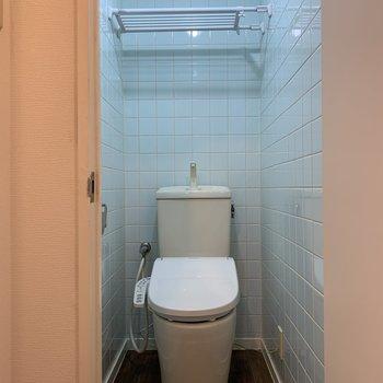 トイレ。タイルの壁がかわいい。