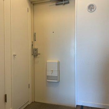 玄関もスペース充分です。