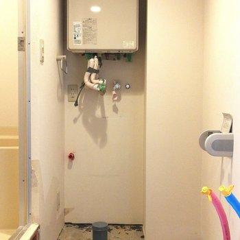 こちらがトイレになる場所ですね※写真はクリーニング前のものです