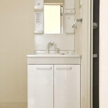 シンプルな洗面台だから使いやすいですよ♬