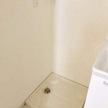 脱衣所に洗濯機が置けます◎