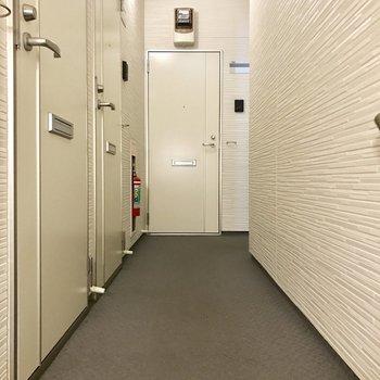 オートロック付きで共用部は完全室内。