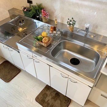 【LDK】好みのコンロを置いてくださいね。※家具はサンプルになります