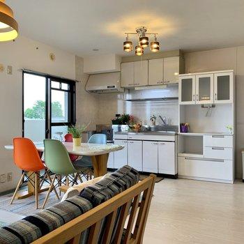 【LDK】キッチンも大きくて使いやすそう!※家具はサンプルになります
