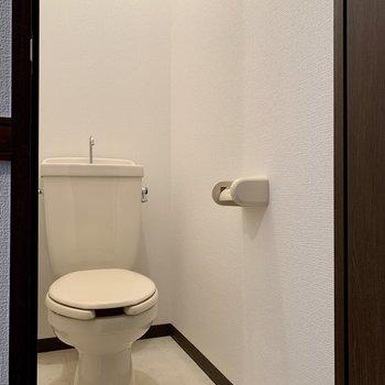 向かいは、トイレになります。