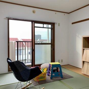 【和室】小さいですが、バルコニーもあります※家具はサンプルになります