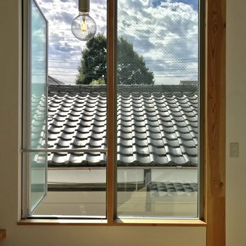 景観は瓦屋根です!広々とした窓◎※写真は前回募集時のものです。