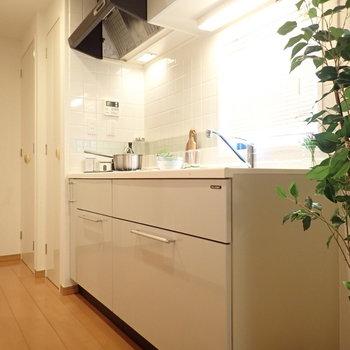 キッチンは横に広いので、、、※写真はサンプルです