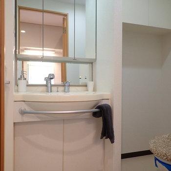 脱衣所はトイレと同室、ゆとりあります。※写真はサンプルです