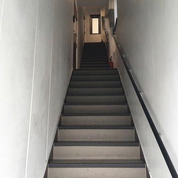 階段を上っていちばん上がお部屋です