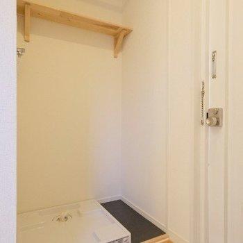 洗濯パンもしっかり室内に!※写真は同間取り反転タイプの1階のお部屋です