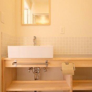 なんと贅沢な造作洗面台!※写真は同間取り反転タイプの1階のお部屋です