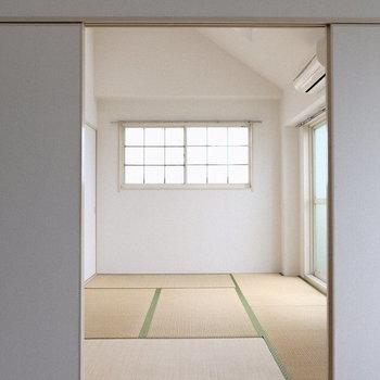 隣は和室です。(※写真は4階の同間取り別部屋のものです)