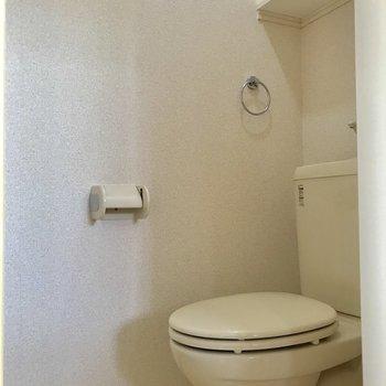 トイレは、独立です!棚もあって便利ですね