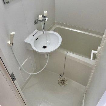 2点ユニットのお風呂。清潔感はありますね