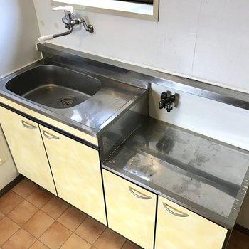 シンクトレーを使って料理スペースを確保しよう! (※写真は清掃前のものです) (※写真は清掃前のものです)