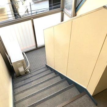 階段を登って4階まで!
